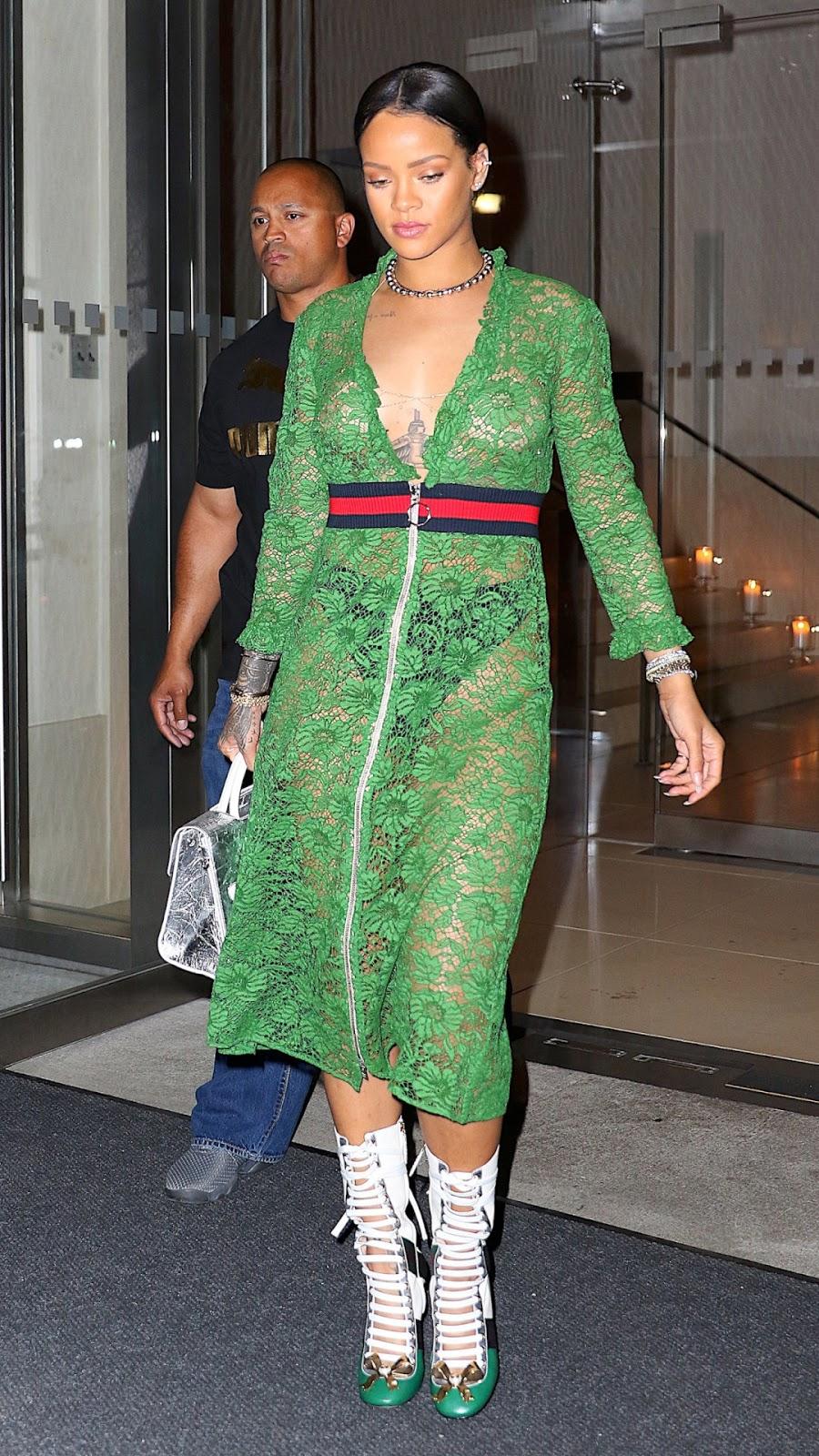 Greatest paparazzi photos of Rihanna - VJ CX