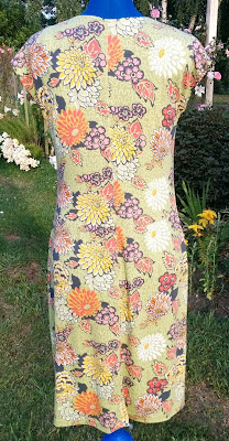 Creates Sew Slow: V1250 Meandering Chrysanthemums Back