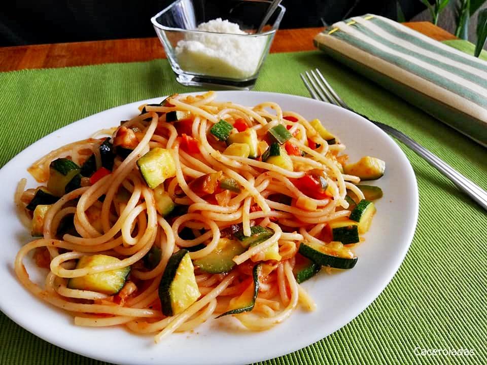 Espaguetis Con Verduras Salteadas Caceroladas