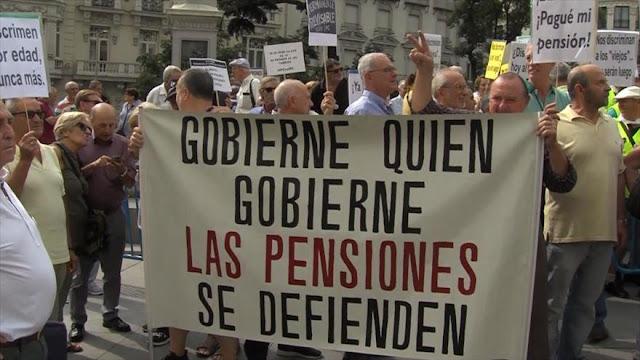"""Los pensionistas reivindican """"pensiones dignas"""" en España"""