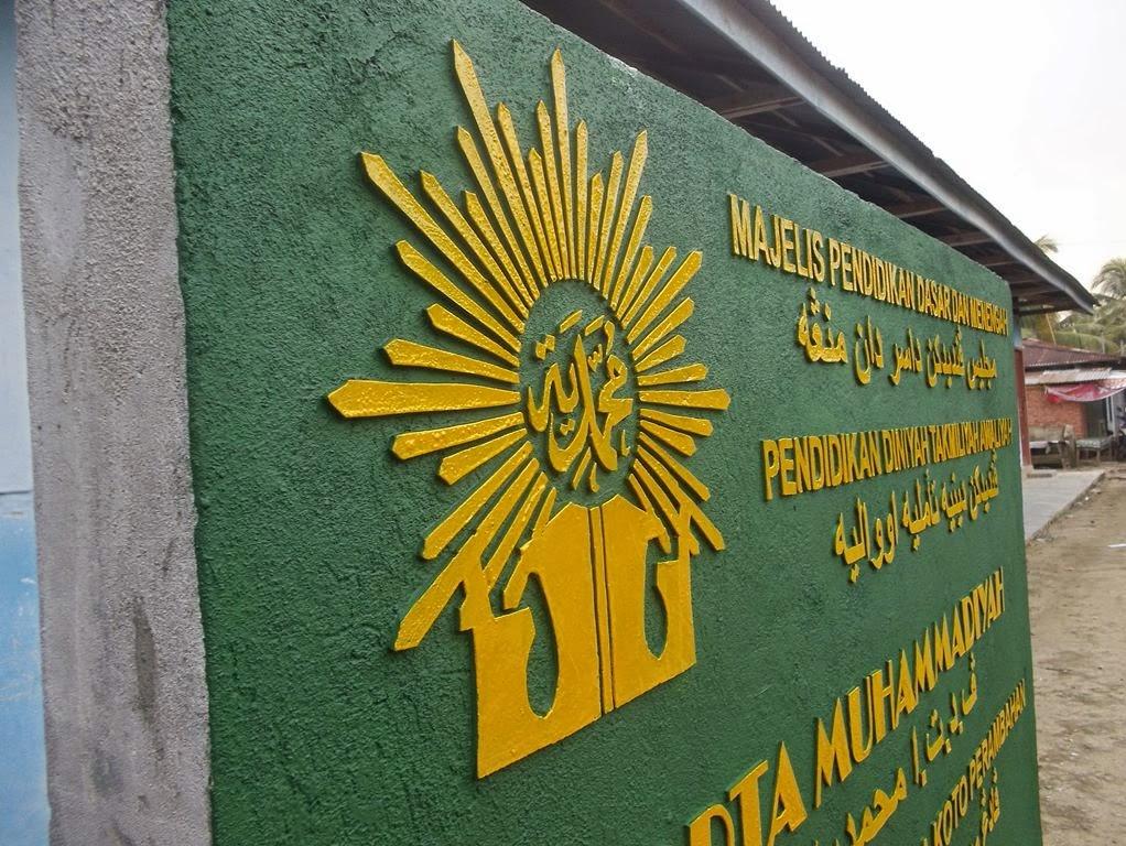 Proses pembuatan gambar logo muhammadiyah dan kaligrafi timbul menggunakan semen