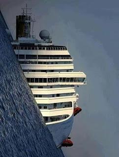 """صورة لسفينة """"كوستا"""" الإيطالية خلال الغرق"""