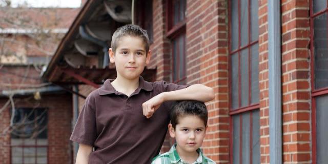 Hermanos mayores son el mejor respaldo, según la ciencia