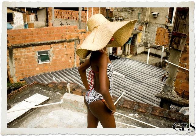 foto l'umiltà diventa regina bimba cappello paglia