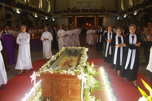 Ngày thứ Ba: Kính viếng và cầu nguyện cho Đức cha Phanxicô Xaviê Nguyễn Văn Sang - Ảnh minh hoạ 60