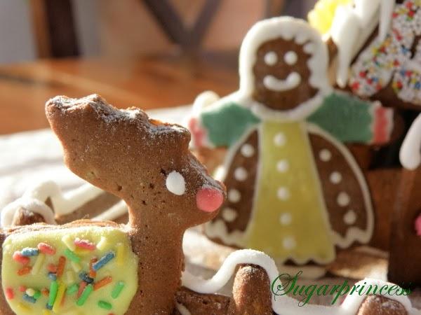 Lebkuchenfiguren für unser Lebkuchenhaus dekorieren