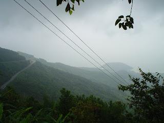 Passare le nuvole. Truong Son catena montuosa. Danang (Vietnam)
