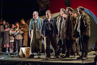 Eddie Wade, Helen Sherman and ensemble in L'Assedio di Calais English Touring Opera 2013,  photography Richard Hubert Smith