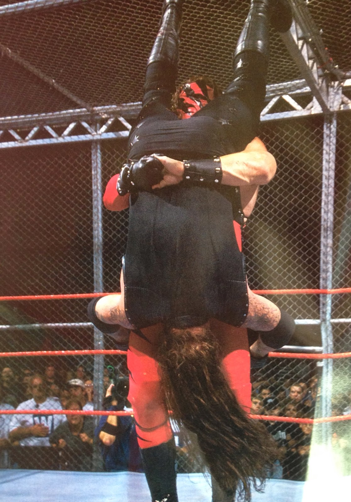 WWE - WWF Raw Magazine - April 1998 -  Kane tombstones The Undertaker