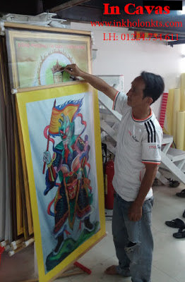 In tranh Cavas treo trong nhà