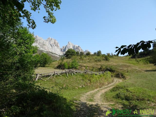 Ruta a la Torre Bermeja: Pista a Pantivalles