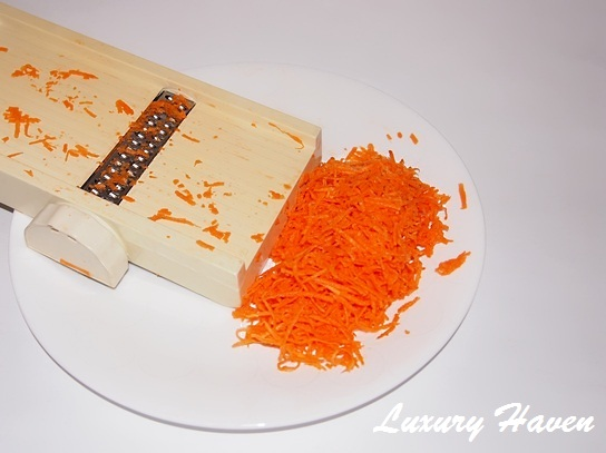 chinese new year yusheng shredded carrots