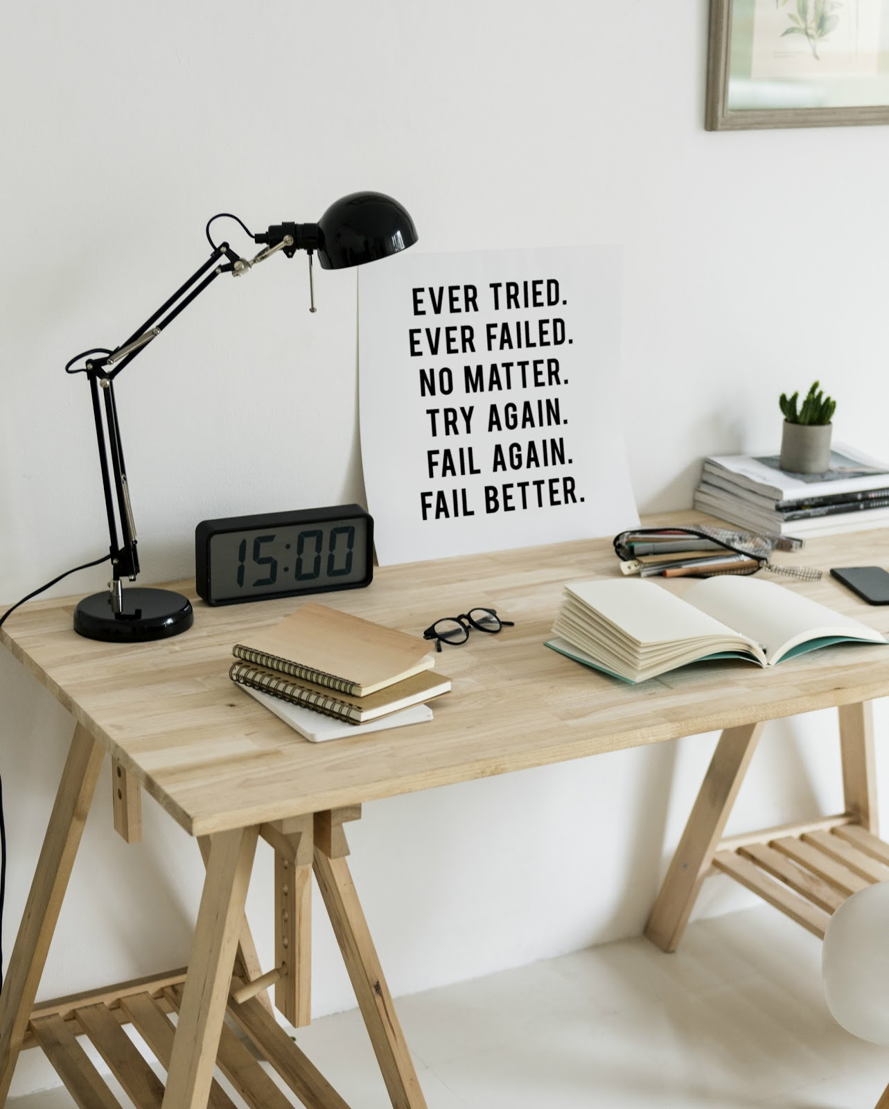 minimalizm, perfecyjny moment, idealna chwila, idealny czas, perfekcyjne wyczucie czasu, białe biurko, styl skandynawski
