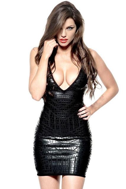 rochie scurta neagra cu decolteu adanc
