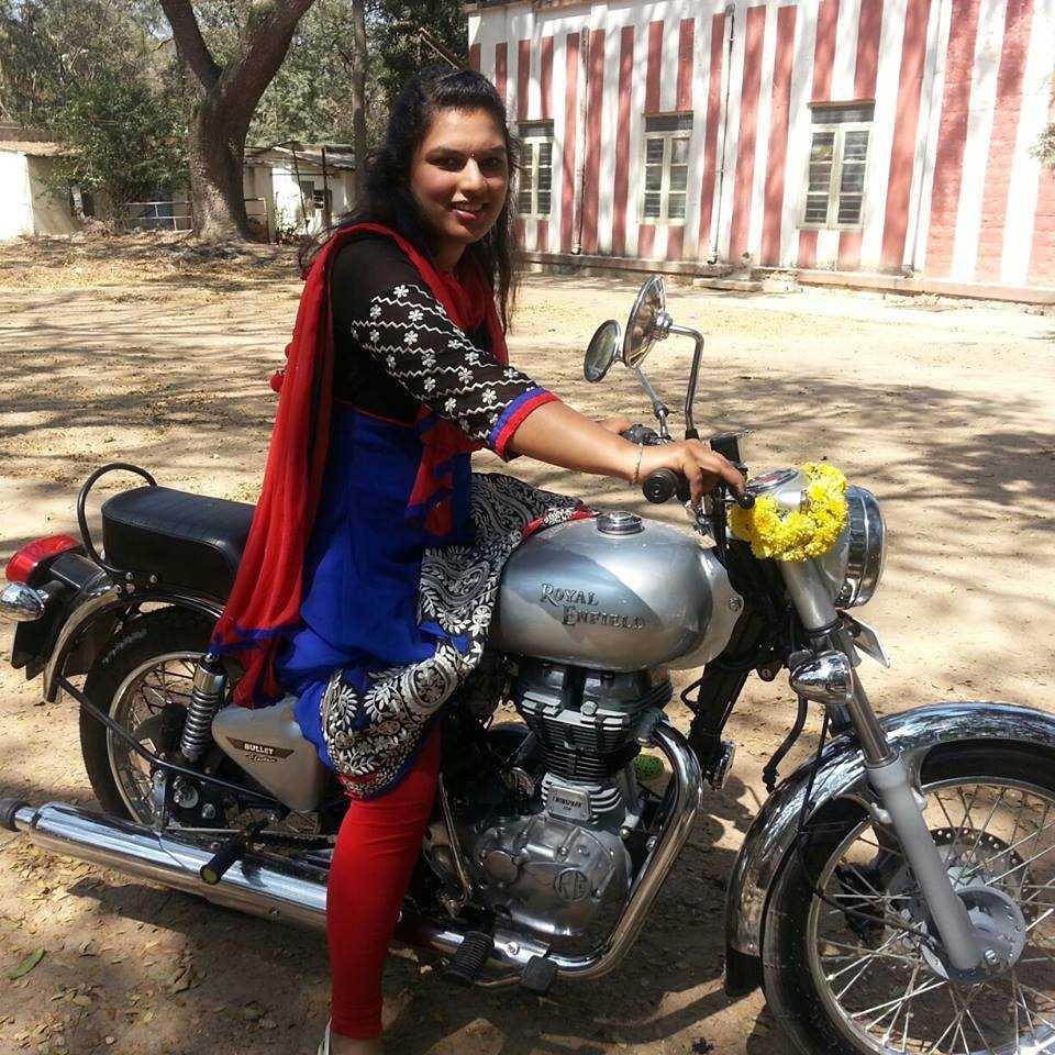 Indian girls on bikes-3542