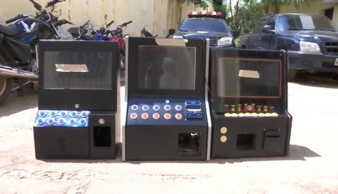 CAXIAS: Polícia Civil apreende máquinas caça-níqueis no Centro