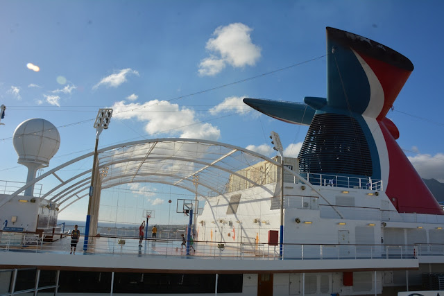 Carnival Breeze basketball