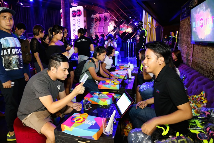 The Budget Fashion Seeker - Color Manila Blacklight Run 3