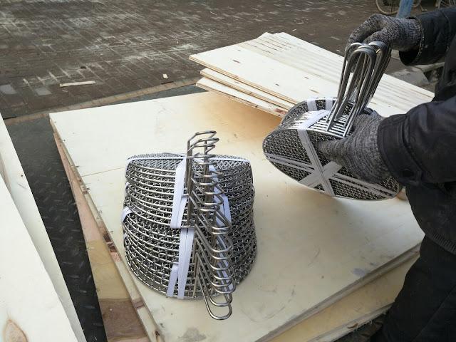Vỉ nướng inox tròn có tay cầm. Kích thước đường kính 29.5cm