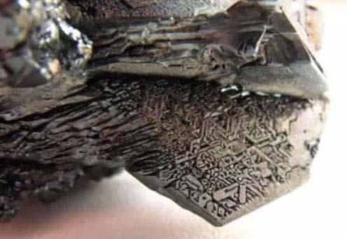 Las muestras de metal raro parecen formar una especie de fuselaje