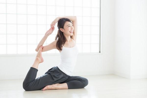 """Tập yoga - Vị """"bác sĩ"""" giúp giảm đau bụng kinh đáng tin cậy"""