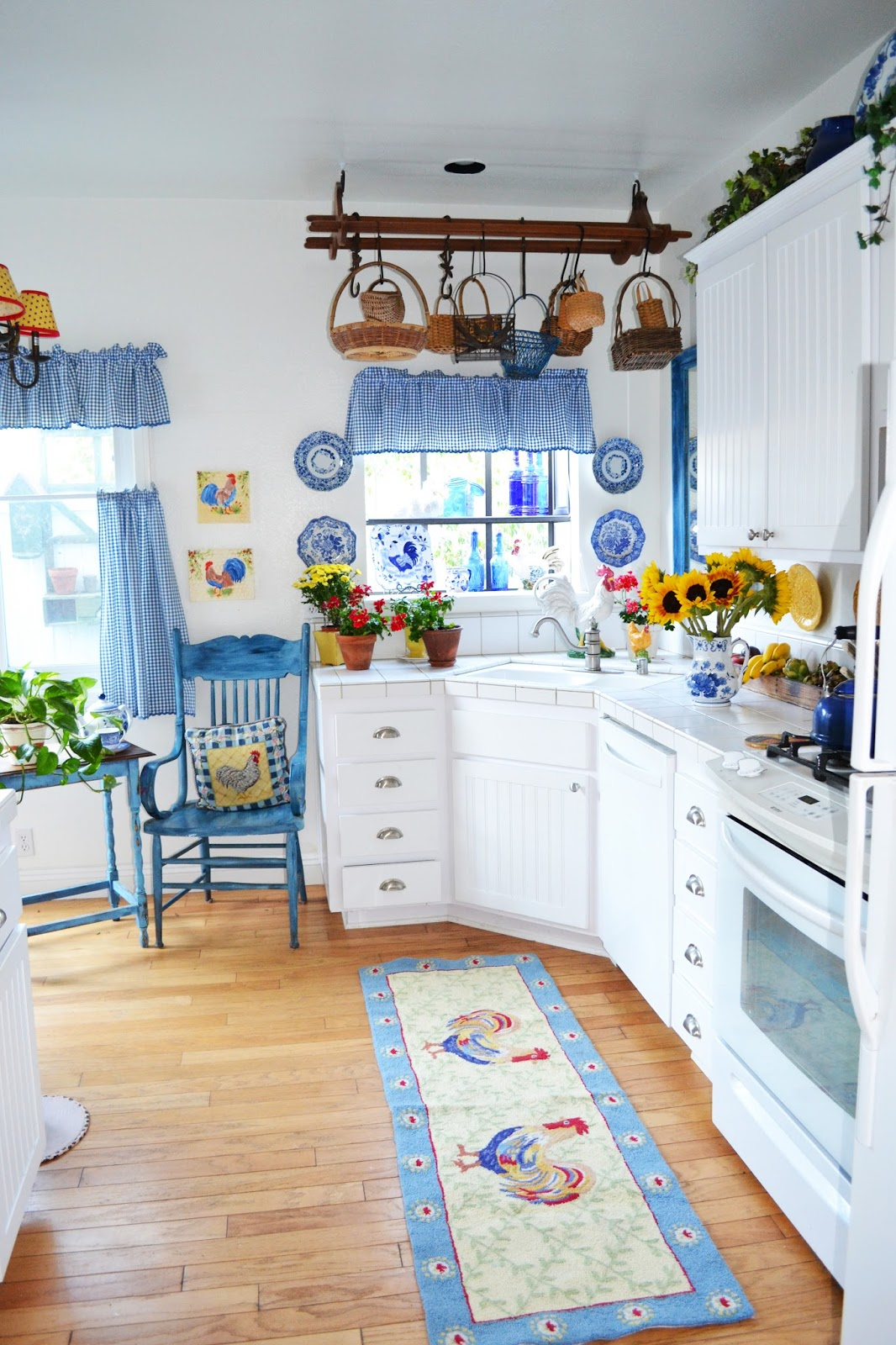 My Yellow Farmhouse Blog My Painted Garden Painting Roosters To Match My Blue And
