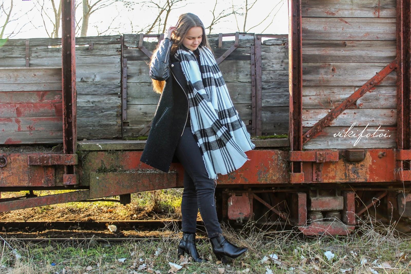 26e5d20a1c Coat: Romwe / Scarf: Zaful / Yeans: Zara Photos: Kóbor Viktória