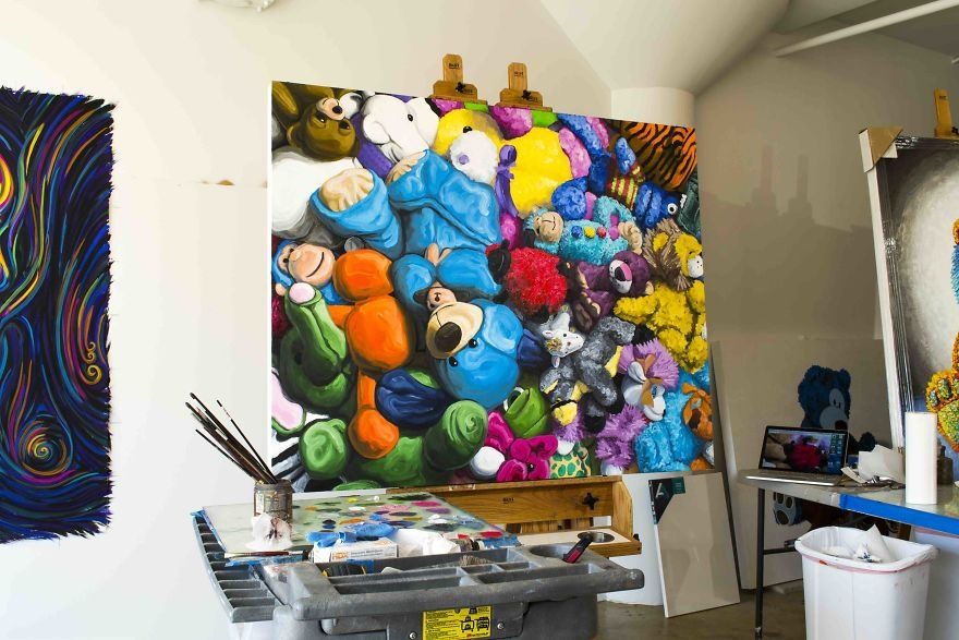 10-Finishing-Touches-Brent-Estabrook-Realistic-Paintings-of-Stuffed-Animals-www-designstack-co