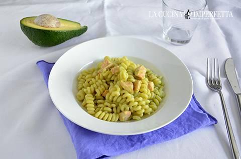 Pasta con salmone e crema di avocado