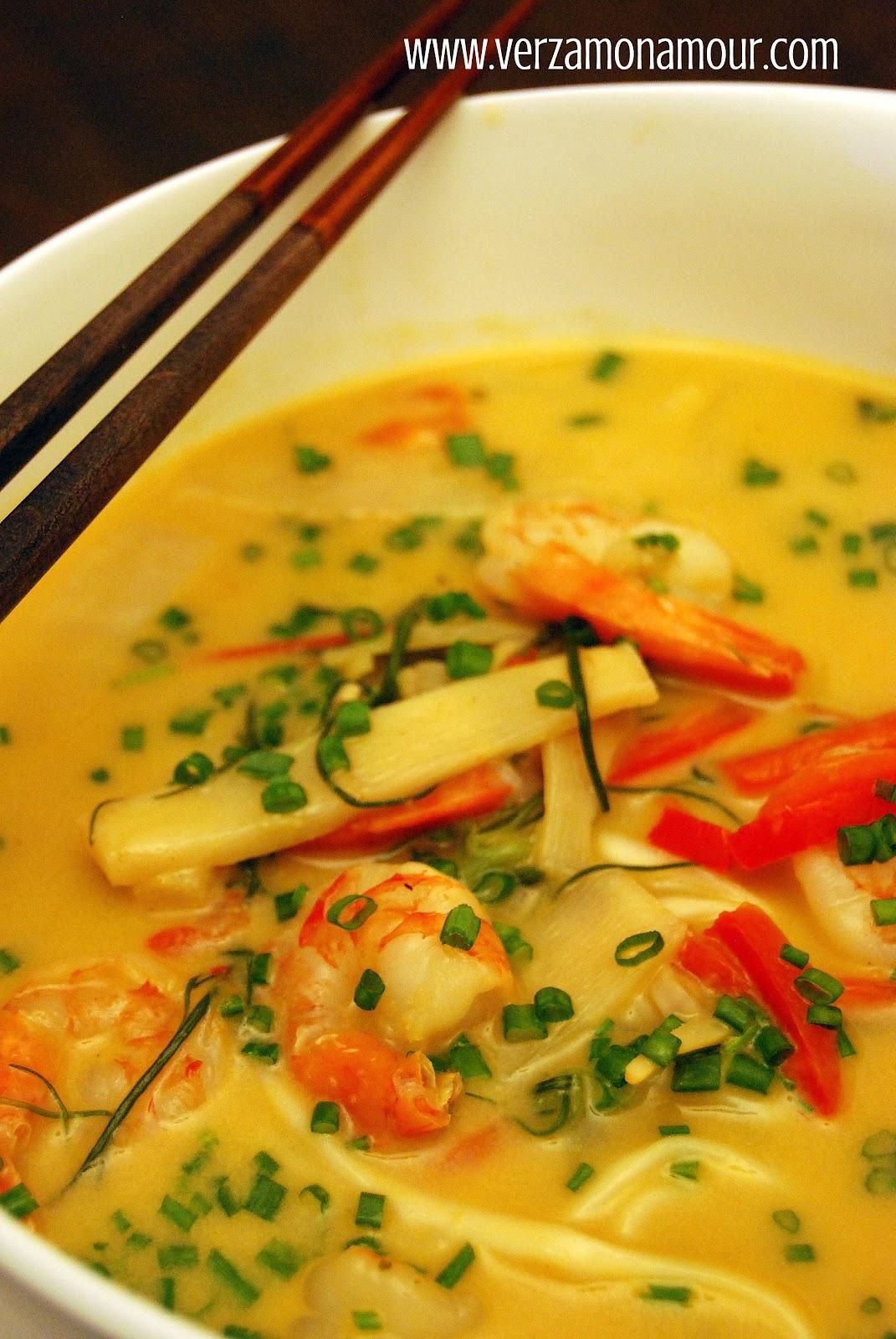 Ricetta Zuppa Thai Con Gamberi.Laksa Ai Gamberi Zuppa Thai Al Curry E Latte Di Cocco Ricette Di Cucina Le Ricette Di Verzamonamour Com