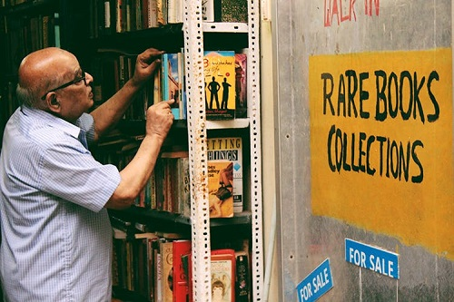 Rare collection Bookstores at RA Puram chennai. Govindaraju is the single man owner who takes care of this bookstore.A huge collection of rare books from 1844 can be found here.