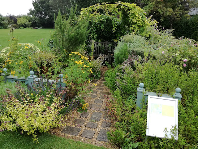 Herb Garden, ogródek ziołowy
