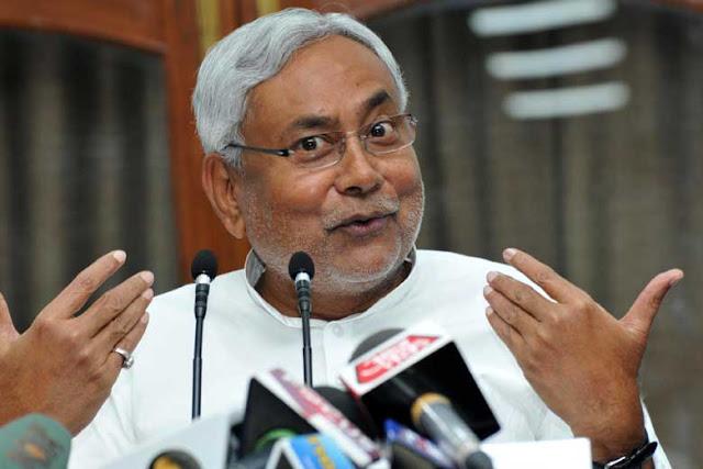 राजमार्गों के विकास के लिए गड़करी से मिले CM नीतीश