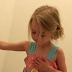 ΔΕΝ υπάρχει ΑΥΤΟ που έκανε μια μικρούλα στο σπίτι της! Η εξήγηση της μικρής τους άφησε ΟΛΟΥΣ άφωνους! (ΦΩΤΟ)