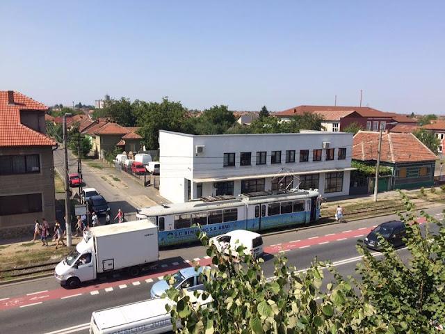 Arad: Accident între un autoturism si un tramvai în Cartierul Grădiște