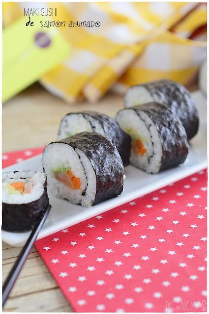 Maki sushi de salmón ahumado
