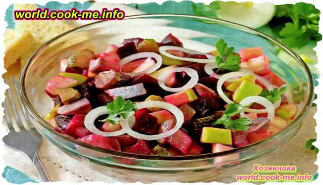 Салат со слабосоленой селедкой и яблоком