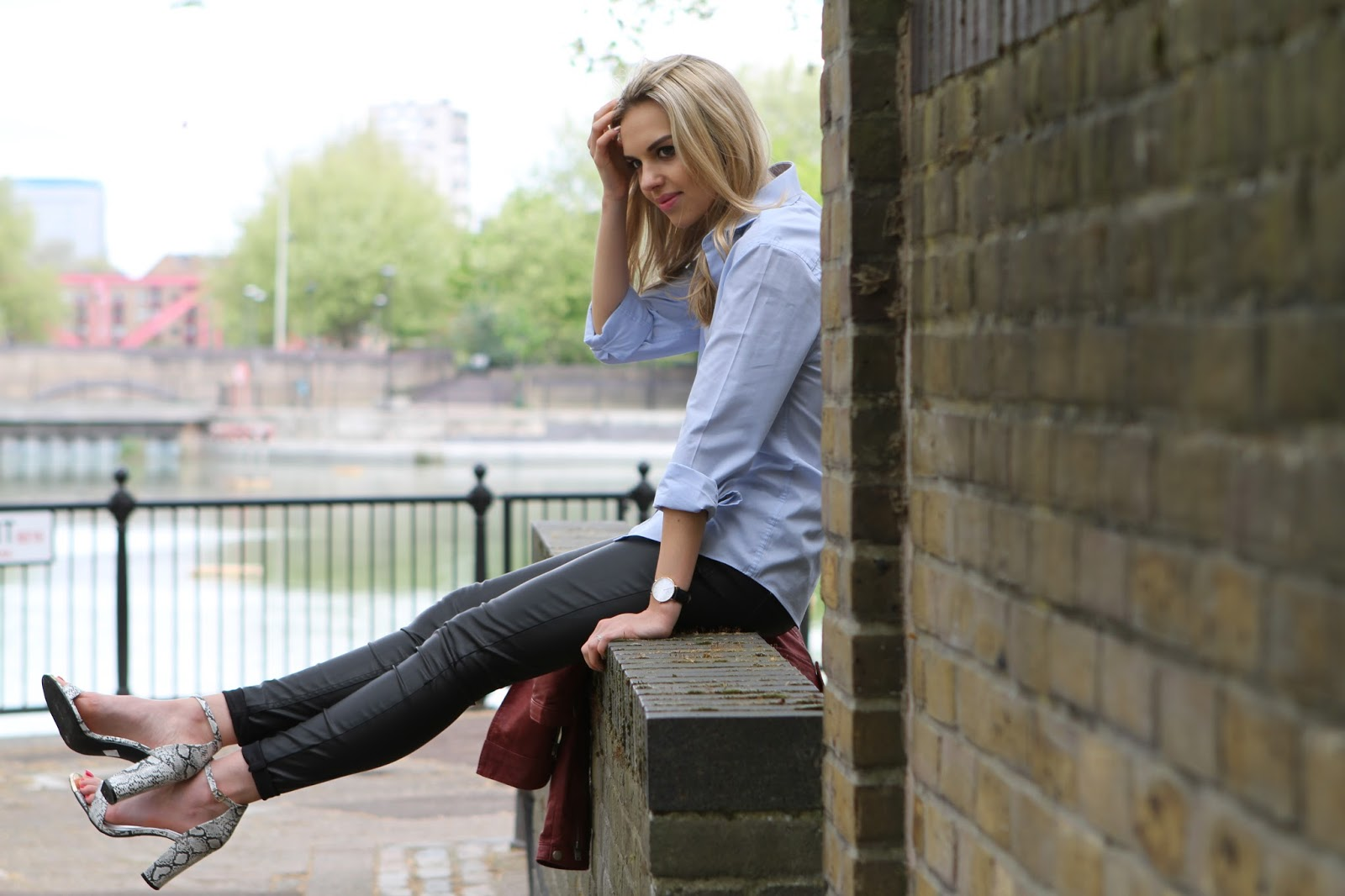 FASHION BLOGGER LEATHER TROUSERS