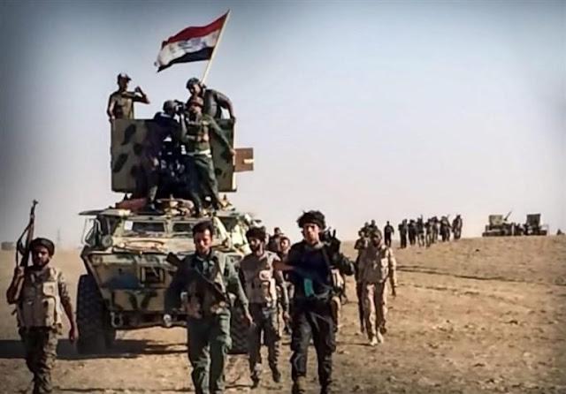 Μαχητές του Harakat al Nujaba, που υποστηρίζεται από τους Φρουρούς της Επανάστασης προελαύνουν κατά μήκος του δυτικού άξονα της Μοσούλης