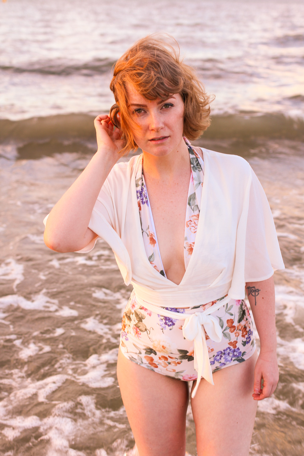@findingfemme wears floral Etsy one piece swimsuit at the beach