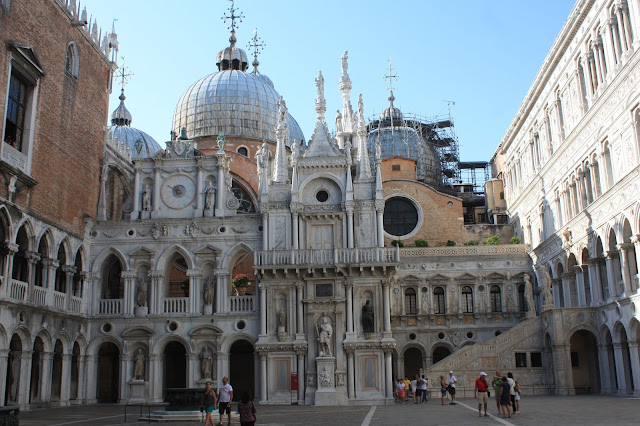 Picture of the courtyard in the the Doge's Palace