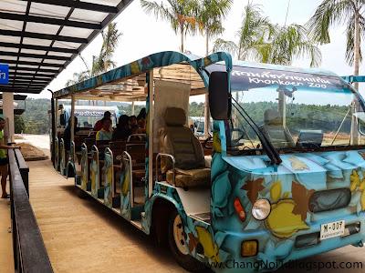 Visiting Khon Kaen Zoo & Water Paradise in Khao Suan Kwang