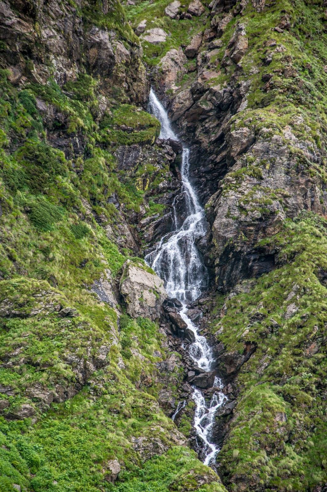 beautiful waterfalls enroute Srikhand Mahadev Yatra