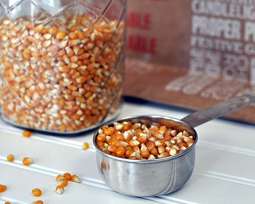 How to Cook Popcorn in a Microwave In a Paper Bag ♥ KitchenParade.com, like an airpop, no oil!