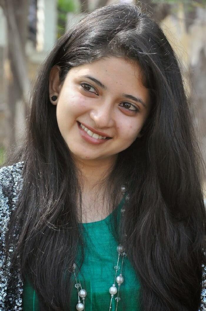 Pallavi (Telugu Serial Actress) Photos in Jeans at ...
