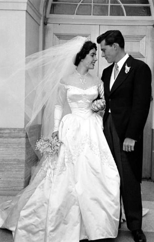 32 Glamorous Photos of the Best Wedding Dresses Worn By Famous ...
