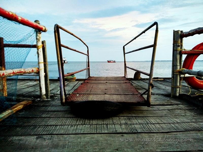 Hop onto the boat Jetty, Rameshwaram