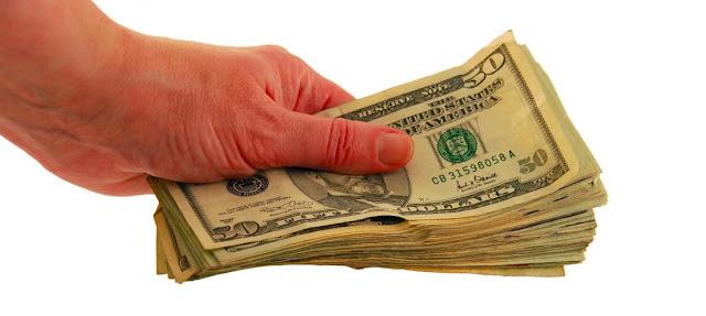 Dinero e ingresos públicos