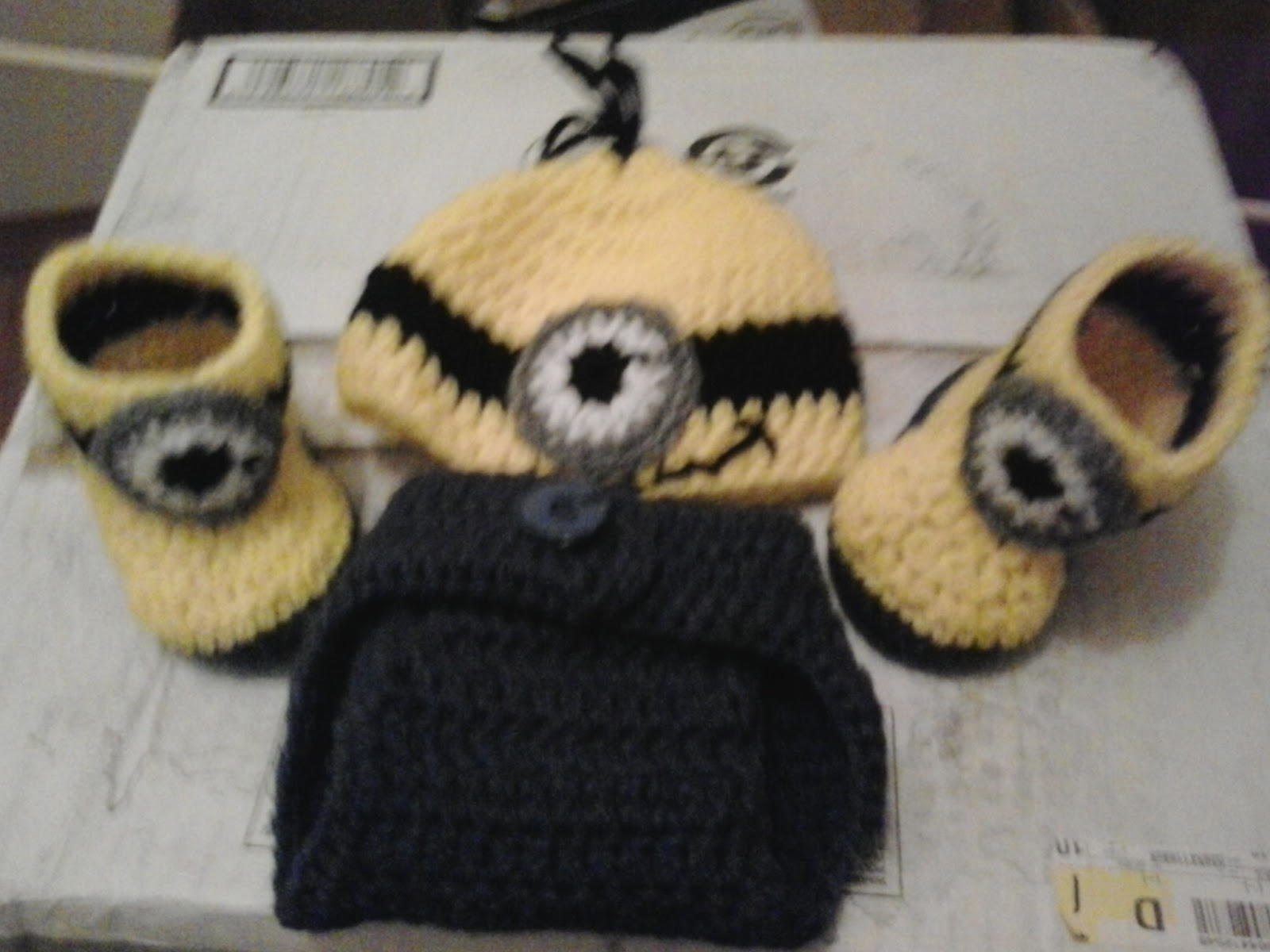 MINION BABY SET. This is a pattern for a diaper cover 754fdc5e529a