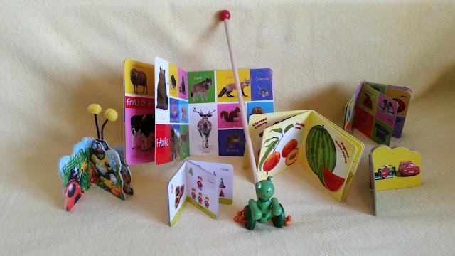 Carti educative cartonate 0-4 ani si jucărie gratuita de impins